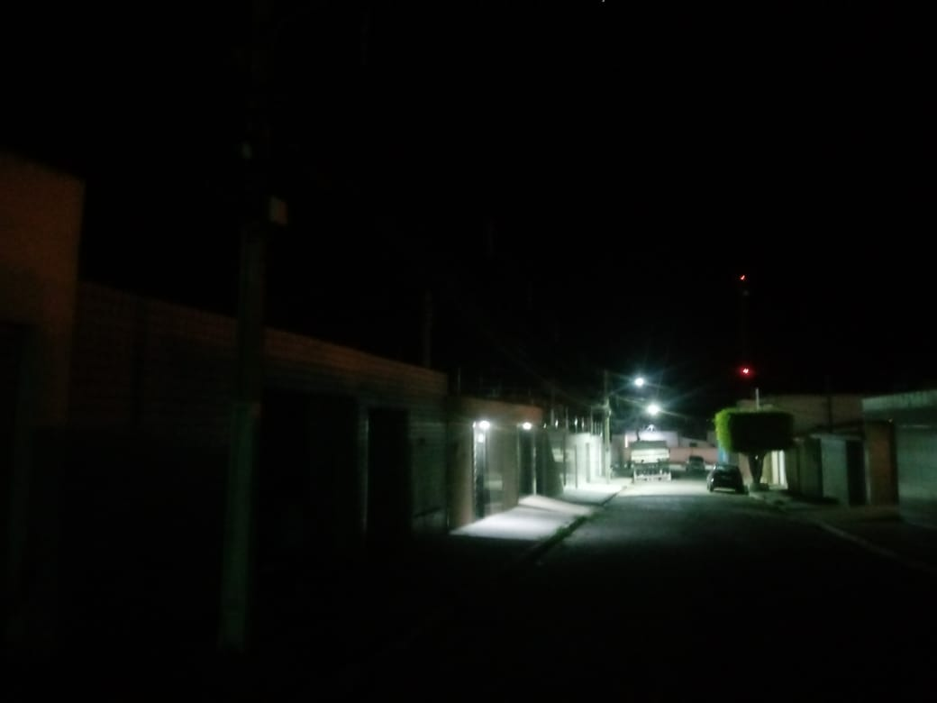 Moradora denuncia escuridão em rua da Cohab 1