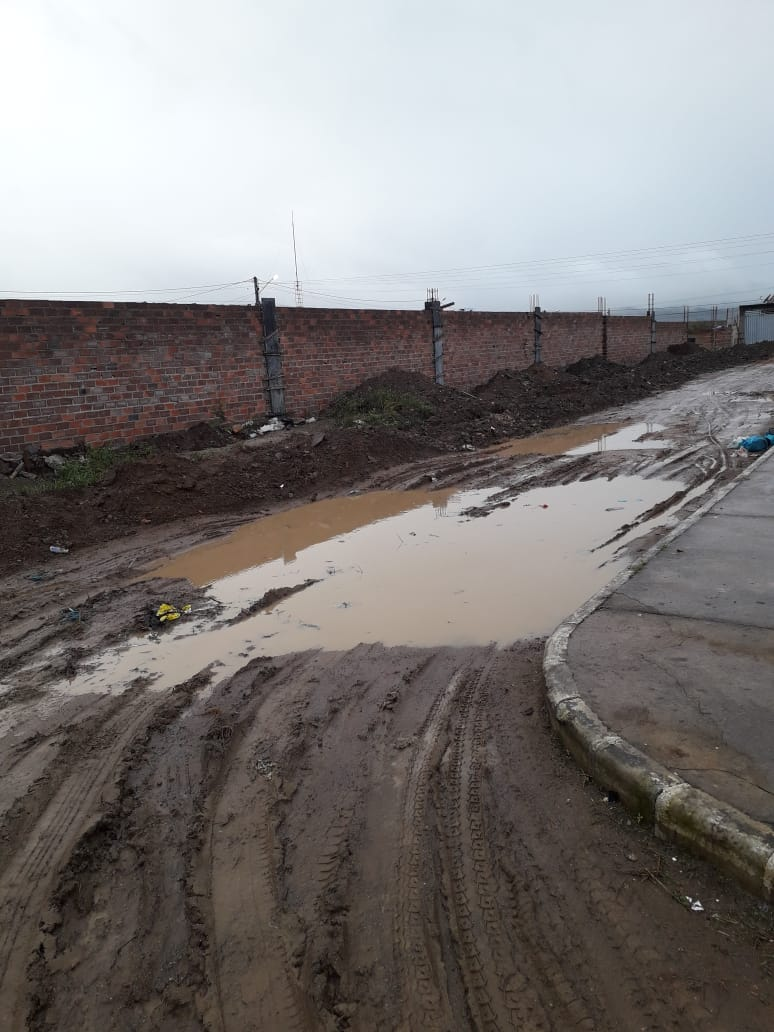 Chuvas deixam rua cheia de lama em Belo Jardim