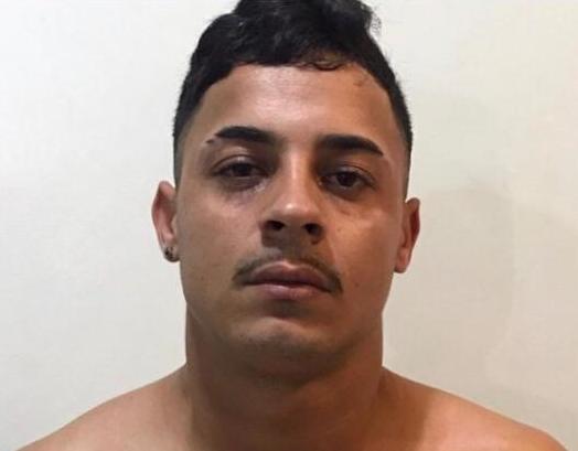 Homem é preso com drogas, facas e celulares em Belo Jardim