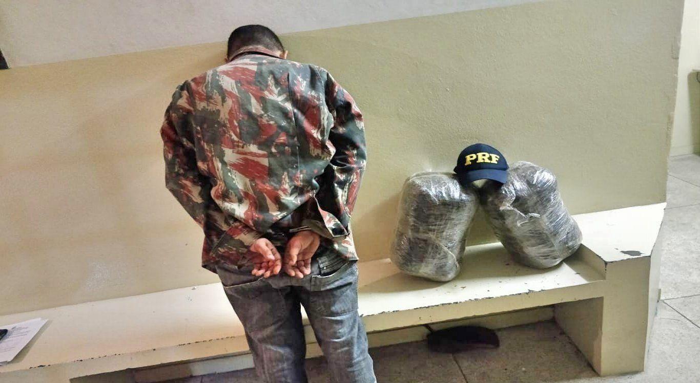 Homem é preso transportando 10 kg de maconha na BR-232 em São Caetano