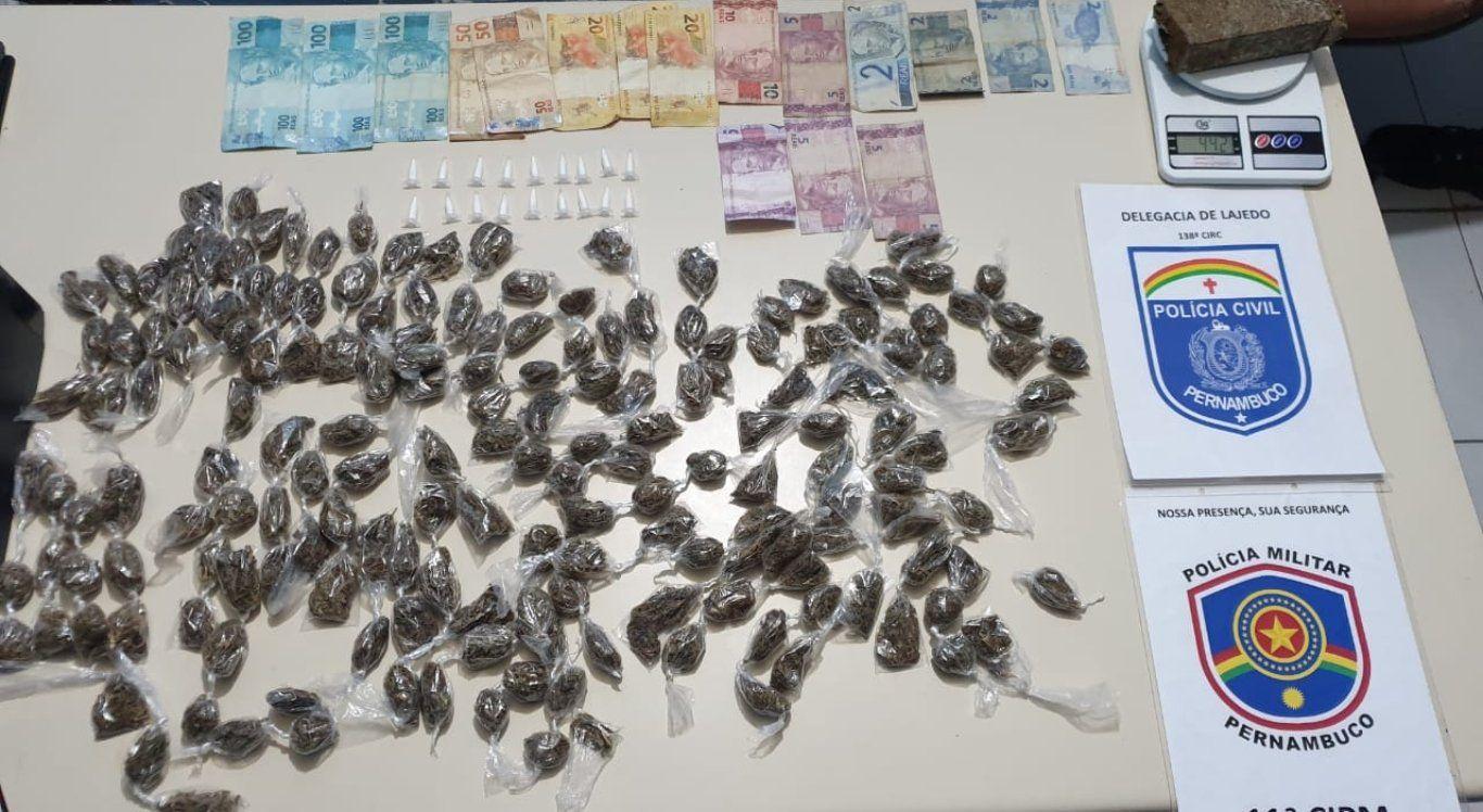 Polícia apreende drogas, celulares e moto em Lajedo, no Agreste