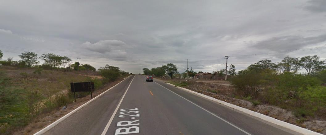 Idoso morre atropelado na BR-232, em Belo Jardim