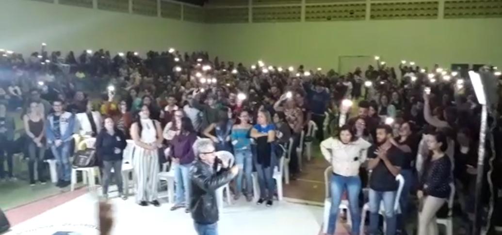 Vídeo: Protesto contra gestão municipal paralisa atividades na Fabeja