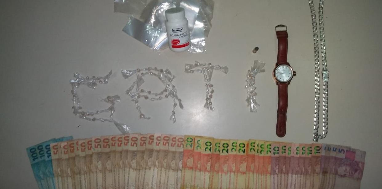 Jovem de 18 anos é preso com drogas e dinheiro em Belo Jardim