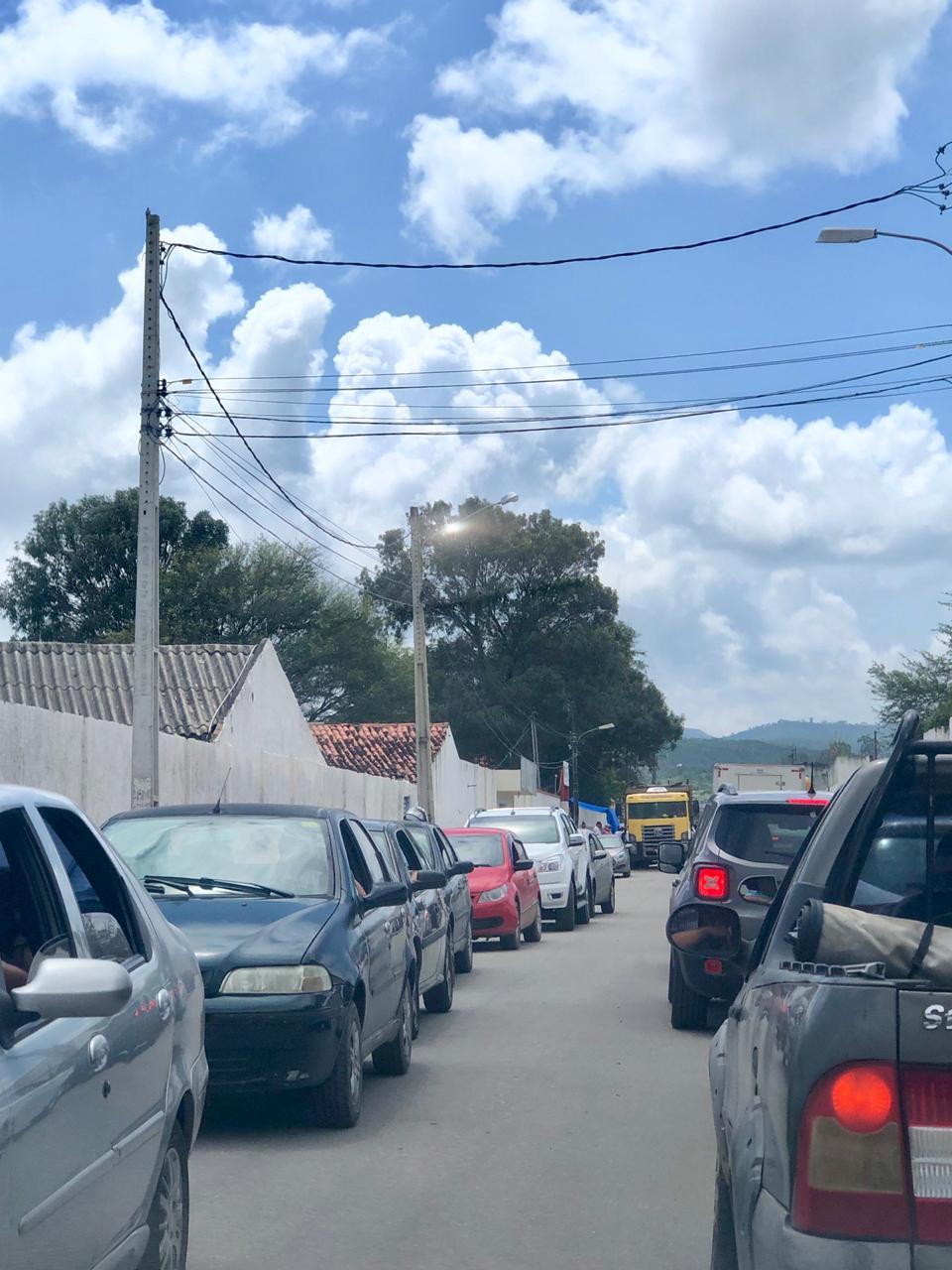 Denúncia: Falta de fiscalização deixa trânsito em rua do bairro Boa Vista em situação caótica