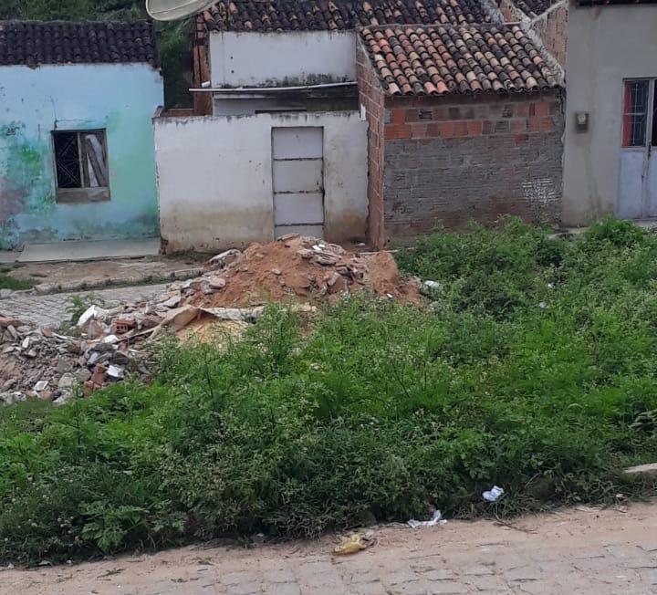 Denúncia: Moradores se queixam de descaso com rua na Cohab I