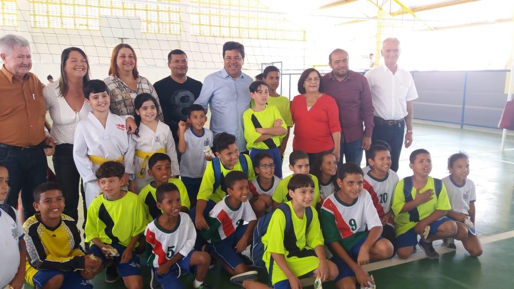 Mendonça participa de inauguração de quadra poliesportiva em Pesqueira