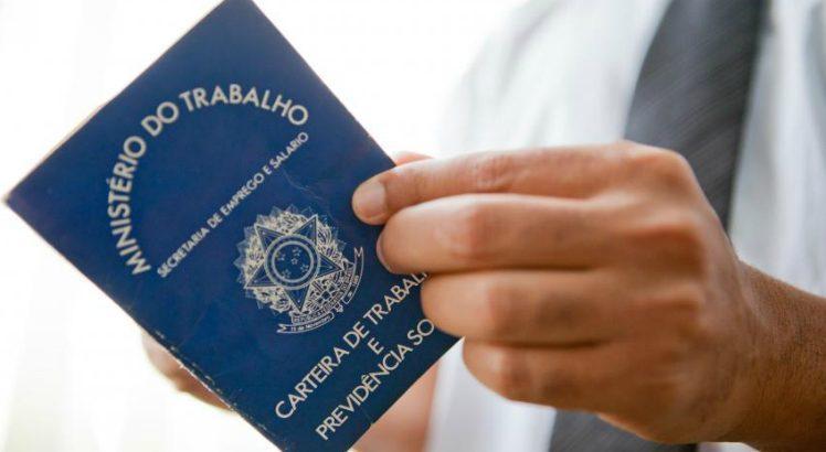 Brasil gera 43,8 mil empregos formais em julho
