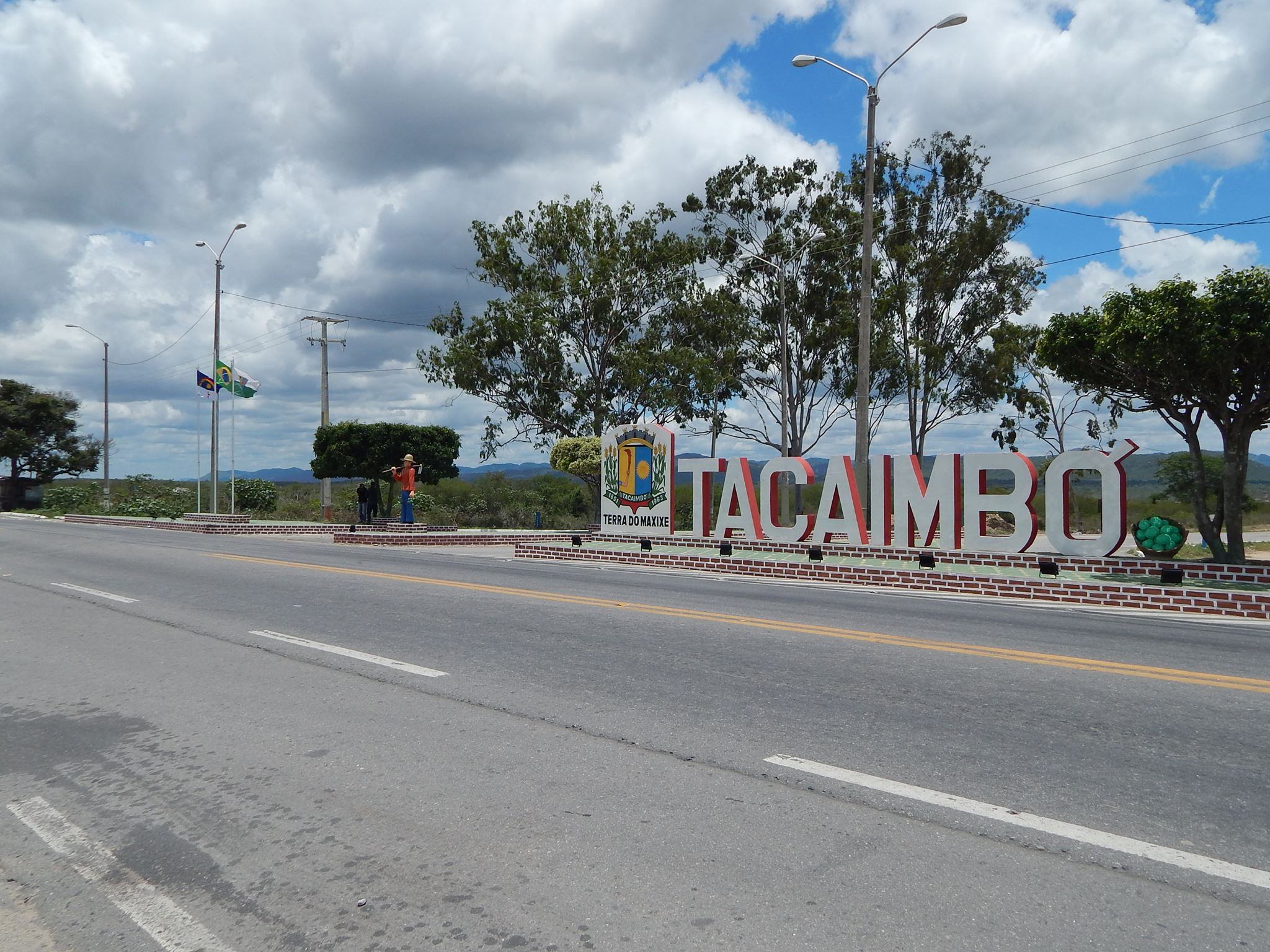 Idoso é detido após fazer atos sexuais para crianças dentro de escola em Tacaimbó