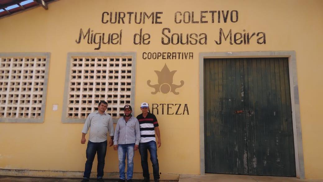 Representantes dos curtidores de Serra do Vento visitam cooperativa na Paraíba