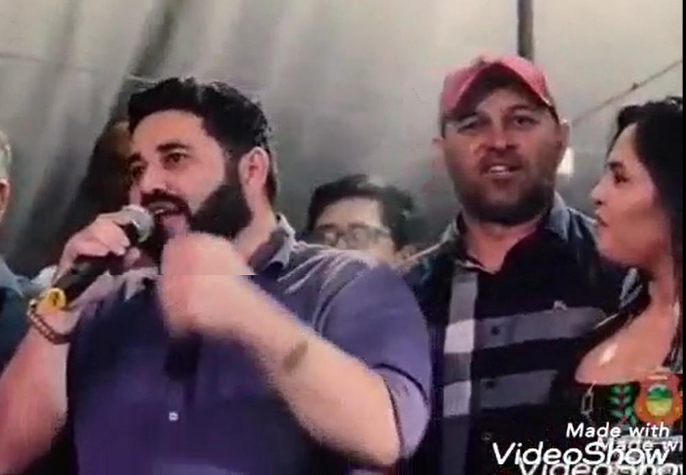 Vídeo: Macarrão volta para base do prefeito e esposa deve assumir secretaria de Indústria e Comércio