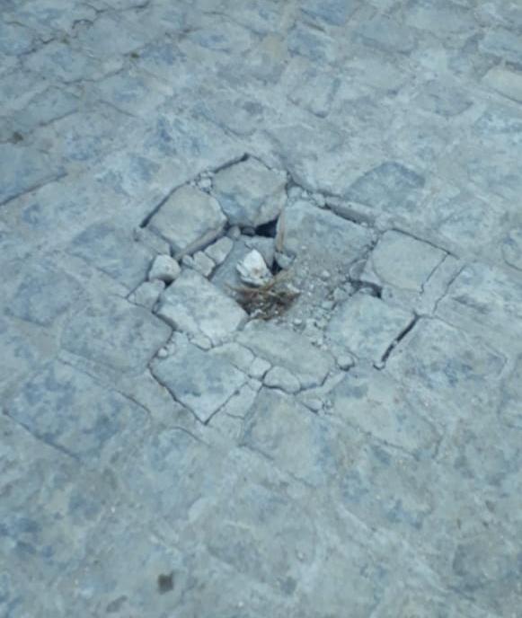 Calçamento de rua em Belo Jardim afunda novamente após conserto