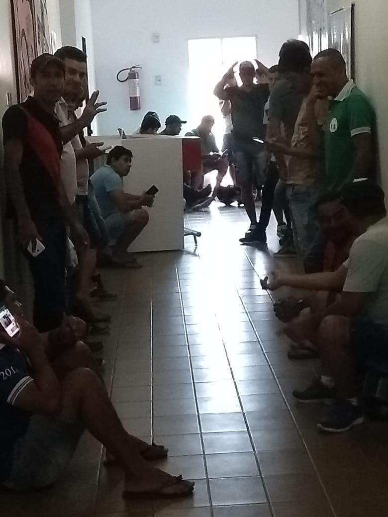Sem pagamento, motoristas ameaçam realizar protesto em frente a Prefeitura de Belo Jardim