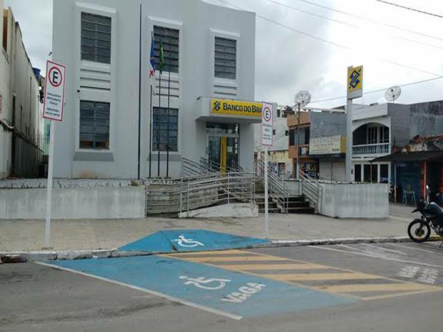 Homem é morto a tiros dentro de agência bancária em São Bento do Una