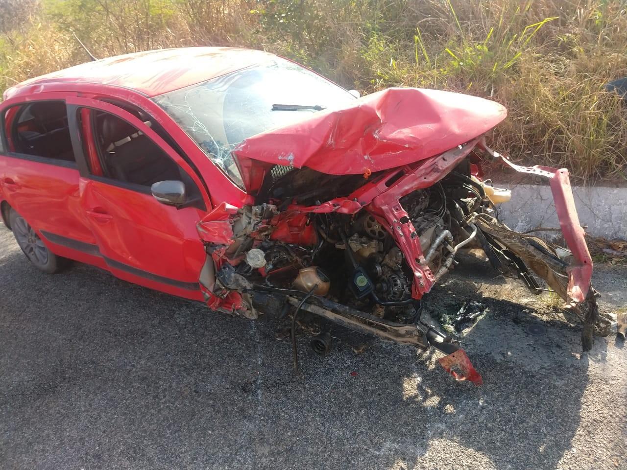 Mulher fica gravemente ferida após colisão frontal entre dois carros no Agreste