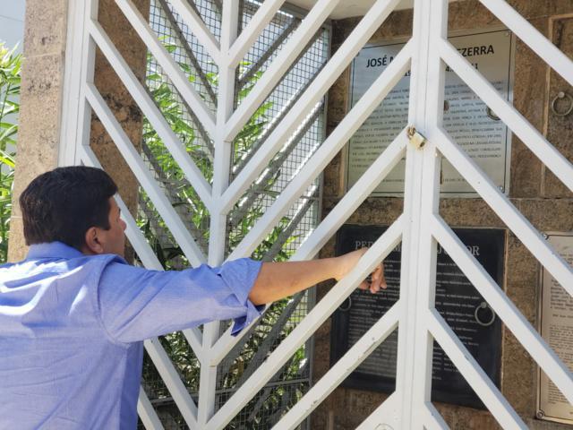 Em Belo Jardim, Mendonça Filho visitou o túmulo do pai e da família