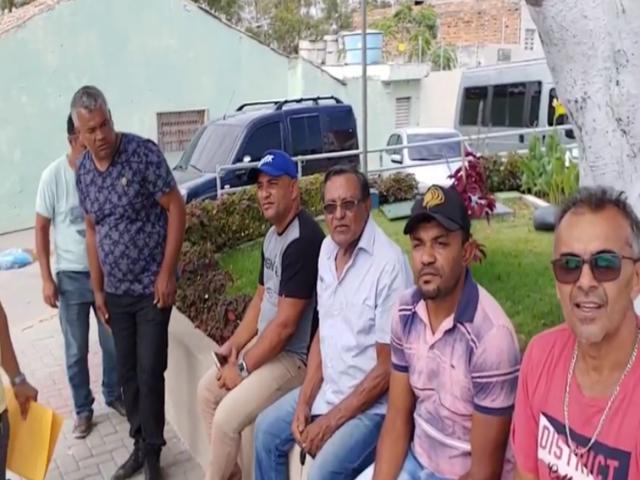 Motoristas do TFD de Belo Jardim protestam contra salários atrasados