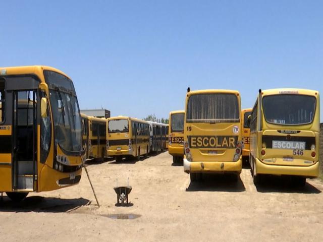 Sem pagamento, motoristas do transporte escolar voltam a paralisar