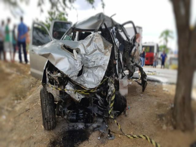 Homem morre após colisão frontal na BR-232