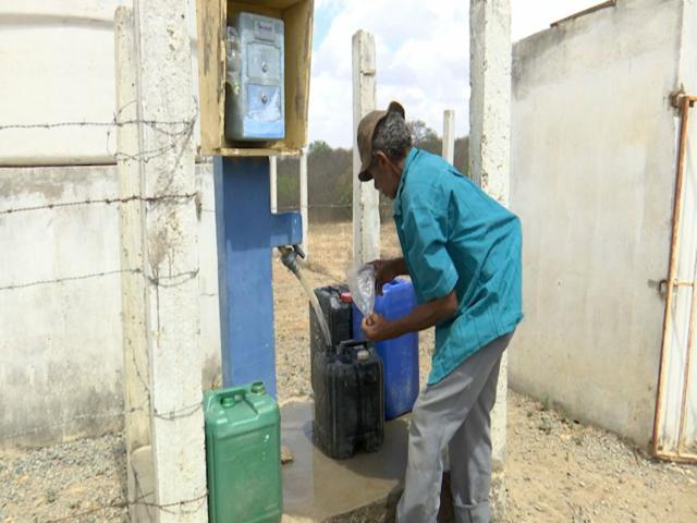 Instalação de dessalinizadores deve melhorar situação de seca no interior