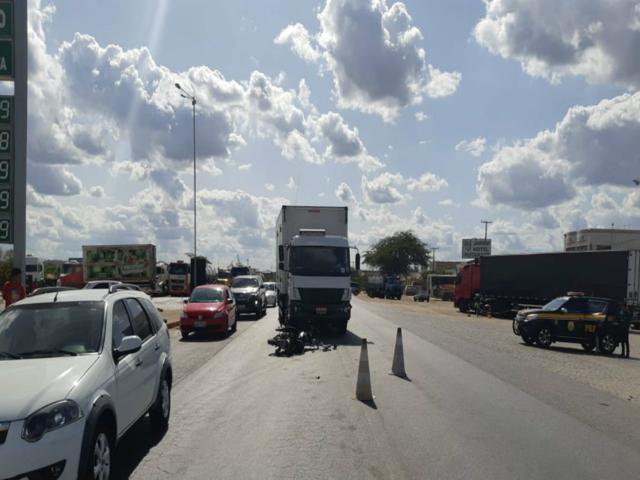 Motociclista fica ferido após bater de frente com caminhão em Belo Jardim