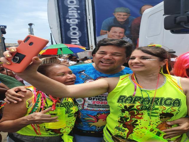Mendonça fez o circuito Papangus de Bezerros e carnaval de bairro no Recife