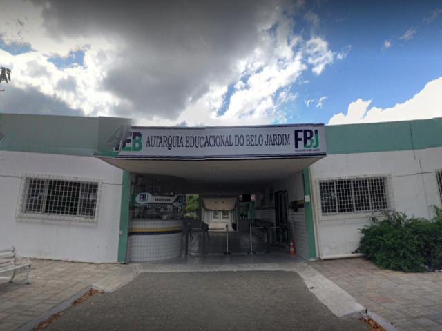 Com três meses de salários atrasados, Faculdade de Belo Jardim tem início das aulas ameaçado