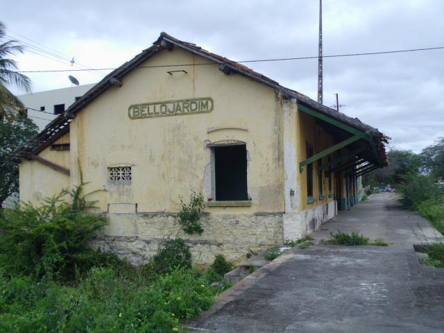 Estação Ferroviária continua abandonada