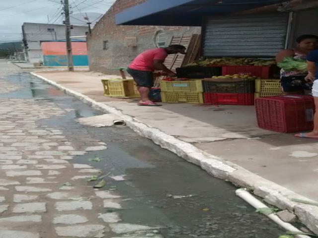 Secretaria de Obras realiza serviço e moradores reclamam de má qualidade