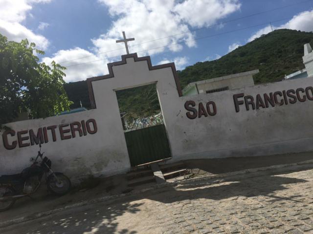 Moradores de Xucuru reclamam do abandono do cemitério local