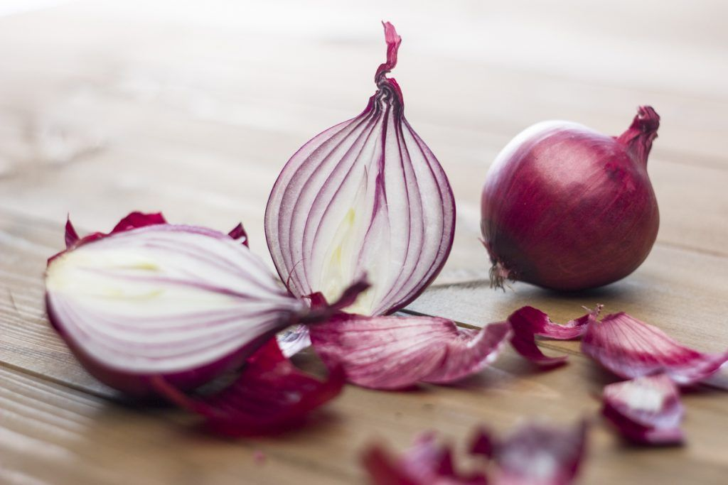 Mais doce e menos picante, cebola roxa é fonte de antocianinas