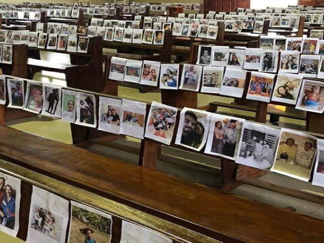 Covid-19: Com igreja vazia, padre realiza missa com fotos dos fiéis