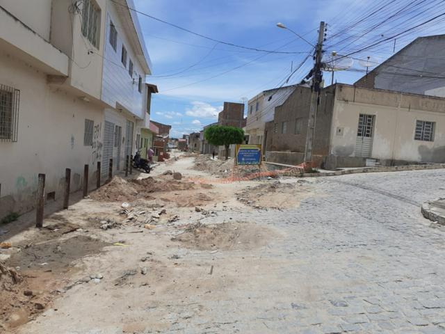 Moradores reclamam do transtorno das obras de saneamento da Ponte Nova