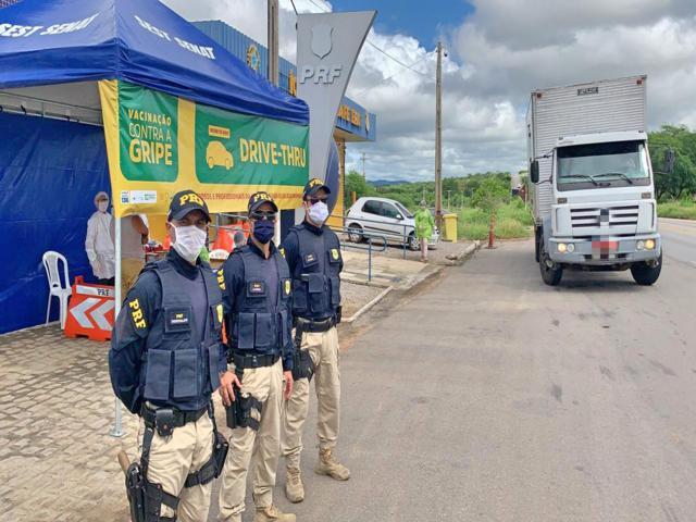 Vacinação de caminhoneiros é realizada no Agreste e no Sertão de Pernambuco