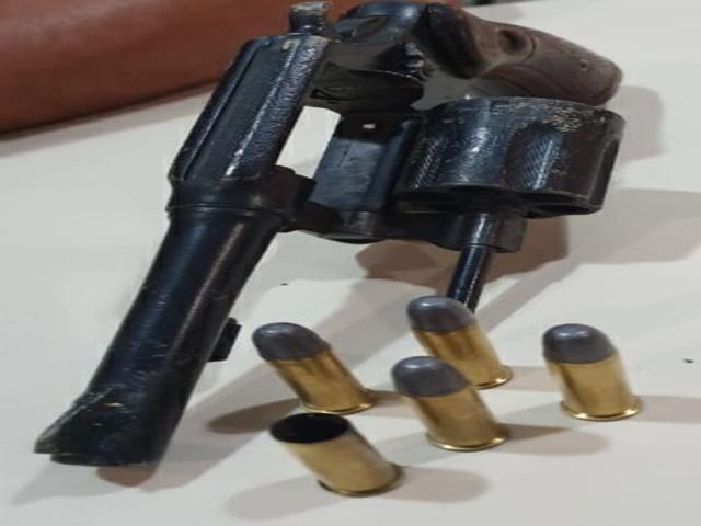 Polícia Militar apreende arma de fogo no Maria Cristina