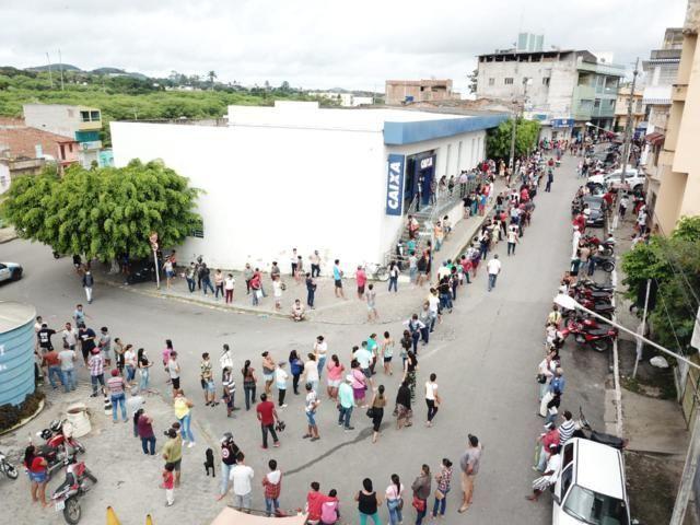 Em meio à pandemia, drone fotografa imensas filas