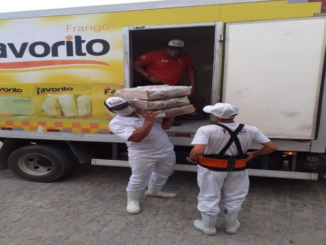 Frango Favorito doa 2 toneladas de frango e 10 mil ovos para associações carentes
