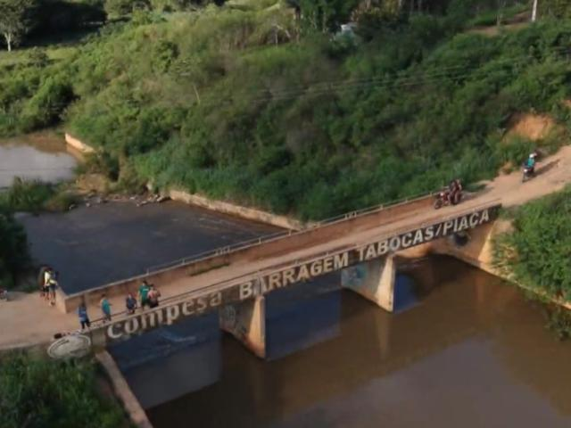 Amigos homenageiam Mendonça Filho e o agradecem por obras nas barragens