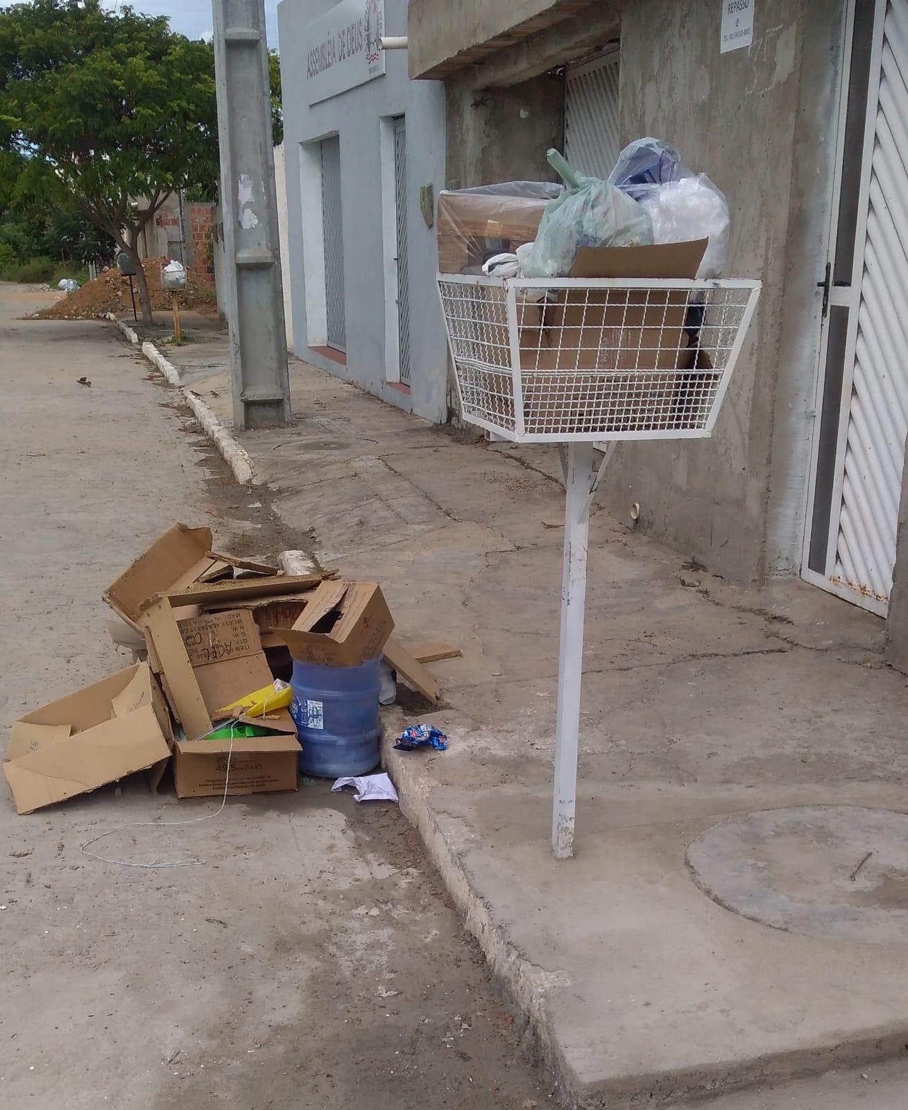 Demora na coleta de lixo gera queixa de morador do Viana & Moura