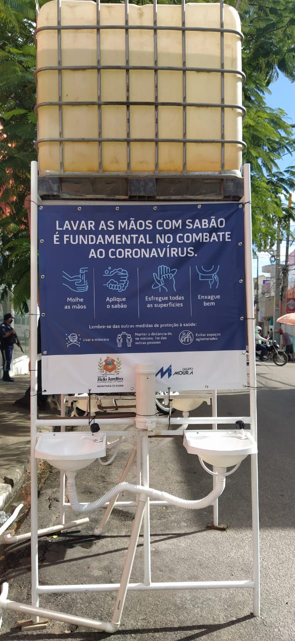 Moura instala lavatórios públicos em Belo Jardim