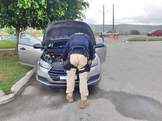 Homem compra carro roubado em BJ e é detido ao buscar irmão na delegacia