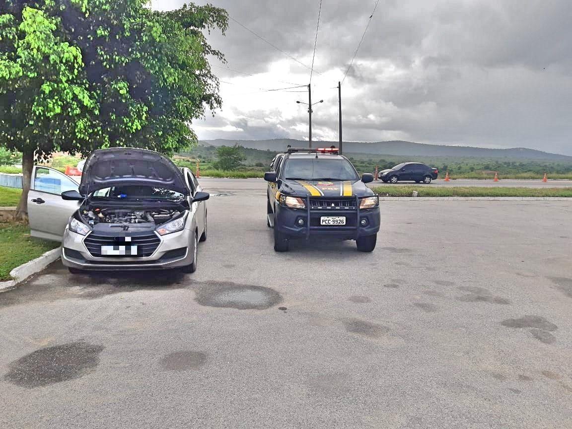 Homem compra carro roubado em Belo Jardim e é preso ao buscar irmão em delegacia de Caruaru