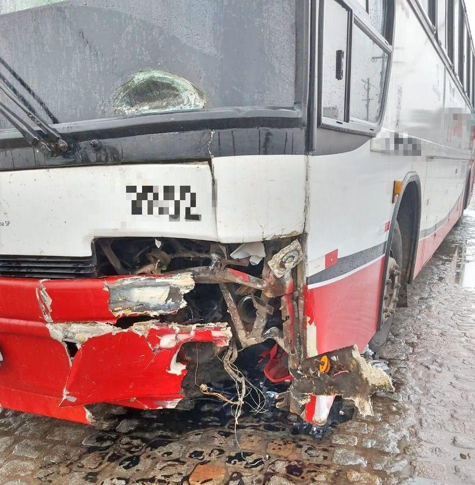 Vídeo mostra colisão entre moto e ônibus na BR-232 em Belo Jardim