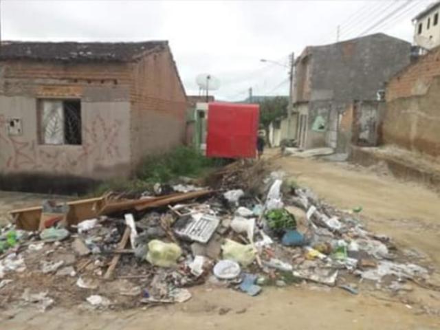 Internauta denuncia lixo e entulho acumulado na Cohab I