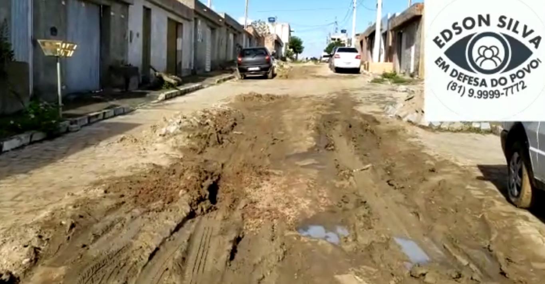 Rua está intransitável no Viana & Moura da BR em Belo Jardim