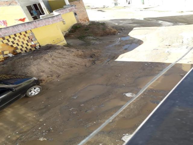 Moradores cobram conserto de esgoto no São Pedro
