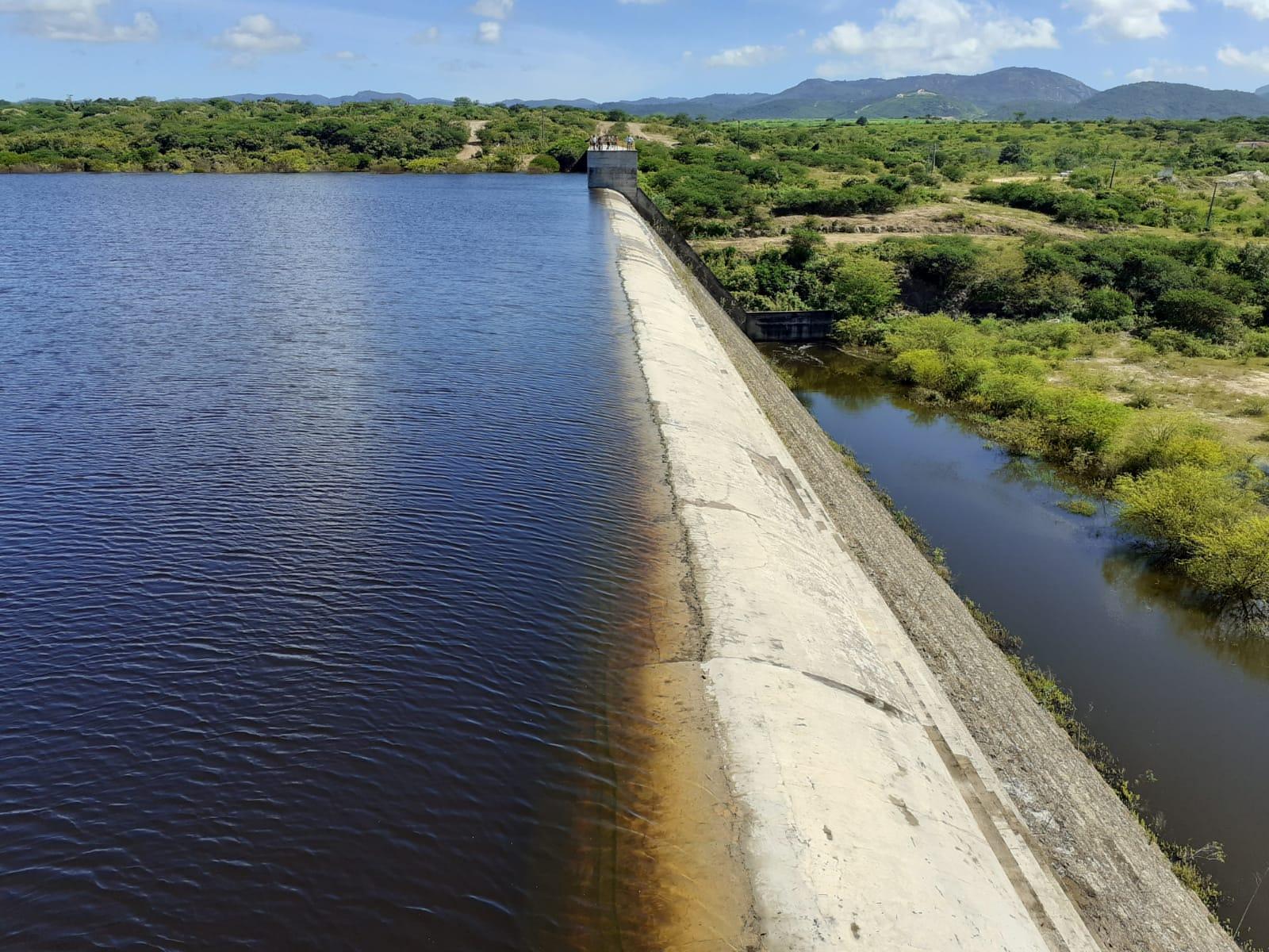Vídeo: Barragem do Ipojuca começa a sangrar em Belo Jardim