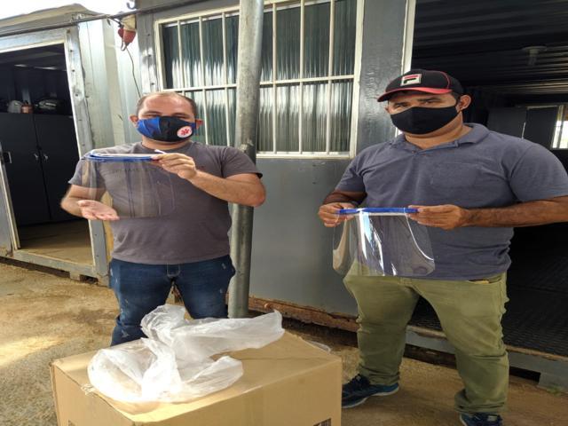 Viana & Moura Construções doa 200 protetores faciais para cidades do Agreste