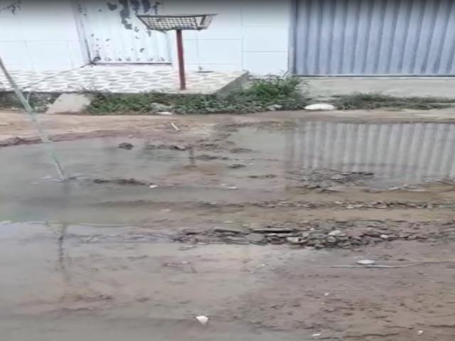 Moradores reclamam de canos estourados e desperdício de água em Belo Jardim