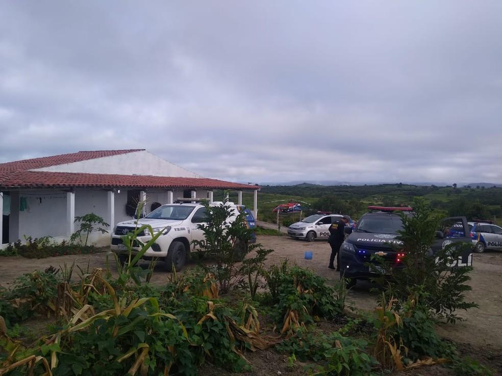 Polícia Civil realiza operação para prender suspeitos de homicídio em Tacaimbó e cidades do Agreste
